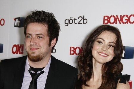 Lee DeWyze is engaged!