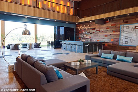 Inside the American Idol Mansion