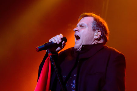 Meat Loaf finishes show after collapse