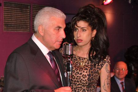 Mitch Winehouse's sad trip home