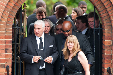 amy winehouse laid to rest