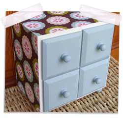 Modern cottage decorated wooden drawer set