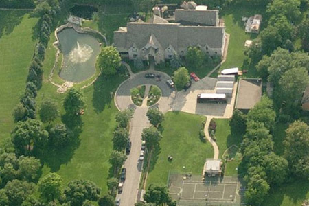 R. Kelly's foreclosure drama