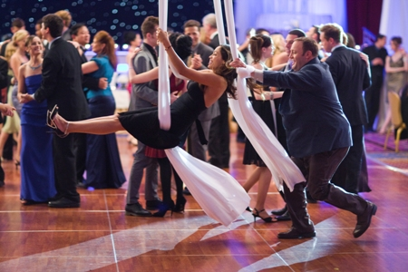 Rosario Dawson gets in the swing of things with Kevin James