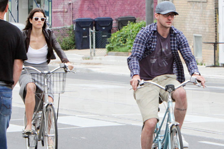 Justin Timberlake and jessica Biel riding bikes