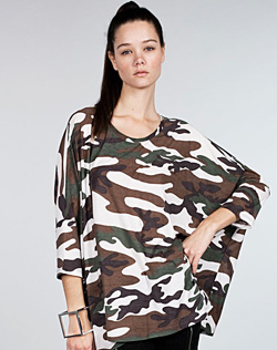 loose-fitting camo print