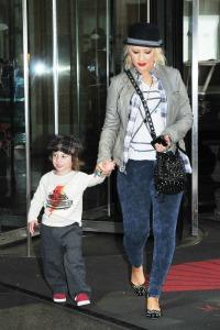 Christina Aguilera denies abuse claims