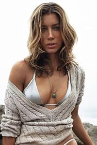 Actress Biel plans to strip!