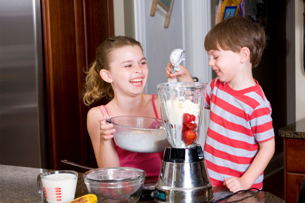 Kids making milkshakes
