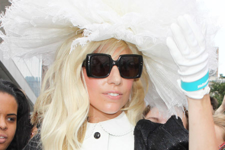 Lady Gaga to open the 2011 MTV VMAs