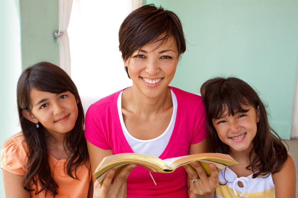 mom-reading-to-daughters