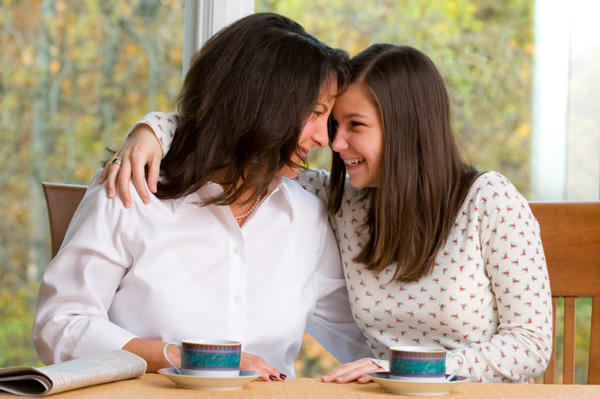 mom-talking-to-teen-daughter