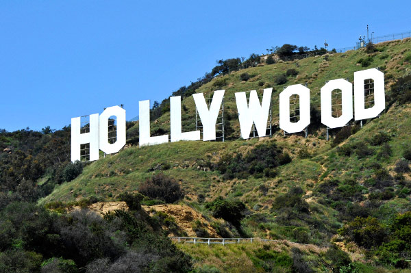 Hollywood-sign-green-celebs