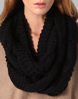 This infinity scarf features cabl.