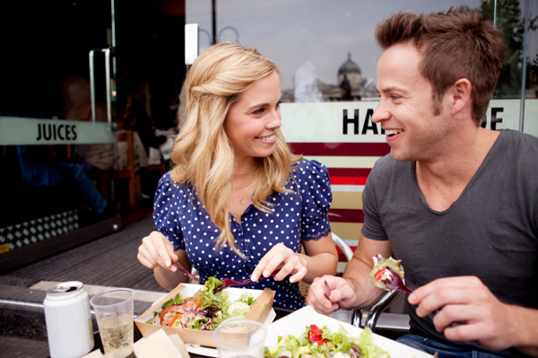 http://cdn.sheknows.com/articles/2011/09/couple-on-date-eating-salad-outdoors.jpg