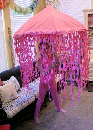 Easy jellyfish costume meningrey 5 last minute easy and inexpensive costume ideas saveenlarge diy jellyfish solutioingenieria Choice Image