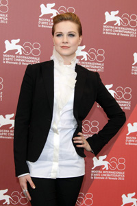 Evan Rachel Wood loses a tooth