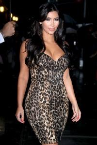 Kim Kardashian goes ringless