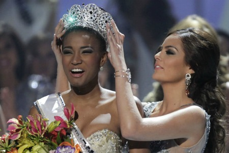 Miss Angola Leila Lopes is Miss Universe