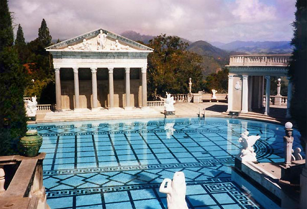 Hearst castle pool - photo by Stan Shebs
