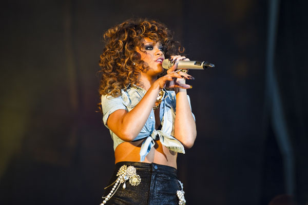 Rihanna curls