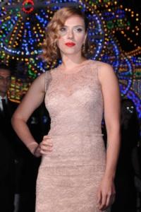 Scarlett Johansson dodges nude pic talk