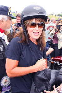 Sarah Palin likes to party, says author
