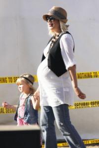 Tori Spelling talks pregnancy cravings