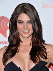 Ashley Greene didn't date Gerard Butler