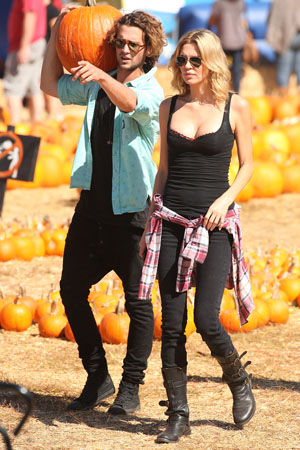Brandi Glanville pick pumpkins with new man