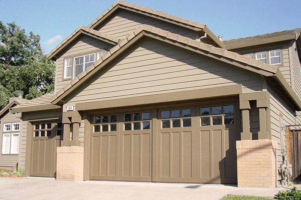 How to make your garage look like a carriage house for Garage that looks like a house