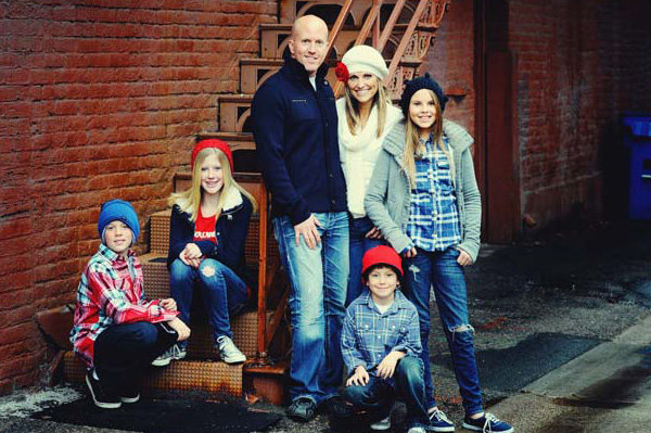 Outdoor Family Picture Pose Ideas http://www.sheknows.com/parenting/articles/845225/creative-pose-ideas-for-families