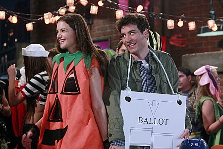 First Look at Katie Holmes on HIMYM