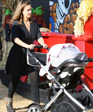 stylish celebrity mom, Jessica Alba