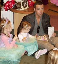 Joey Lawrence and his daughters - Halloween costumes