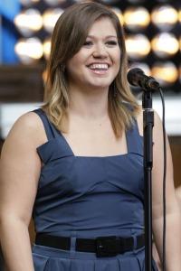 Kelly Clarkson unplugged