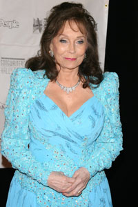 Loretta Lynn recovering from pneumonia