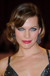 Milla Jovovich visits injured extras