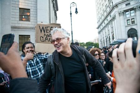 Tim Robbins protests big money