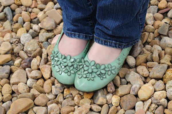 Woman wearing flat shoes