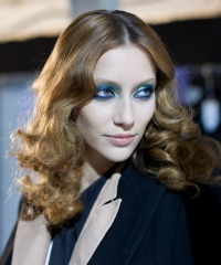 Zac Posen Fall 2011 - Bright eye shadow