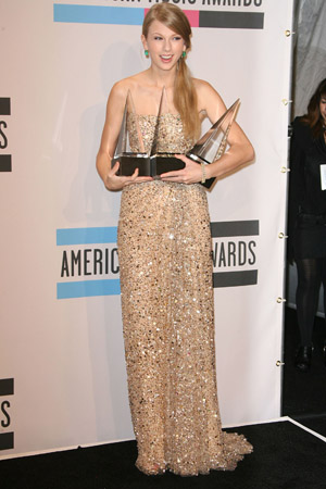 Taylor Swift tops the AMAs