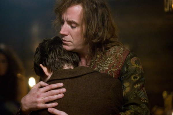 Peter once loved Hook in SyFy's Neverland