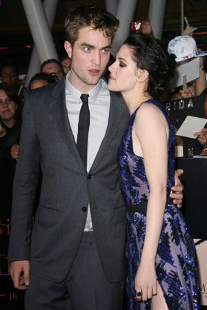 Robert Pattinson and Kristen Stewart get close