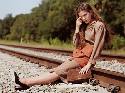 Hailee Steinfeld: Wrong side of the tracks
