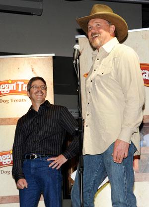 Trace Adkins crowns Dewey Longuski the Waggin Tails winner