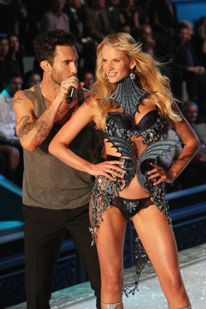 Adam Levine Victoria's Secret Fashion Show Adam Levine rocks the