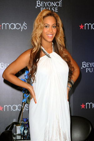 Beyonce shows off her wedding dress
