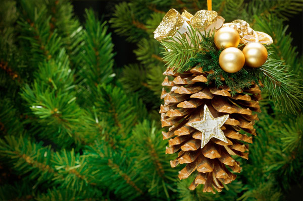 DIY Pinecone Christmas ornament