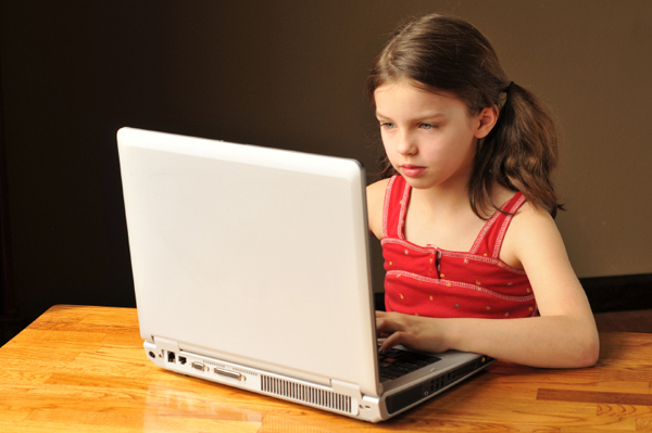 girl-on-computer